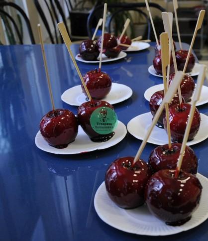 Яблоки в карамели на заказ